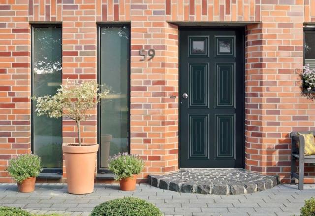 London Villa Schuco residential door